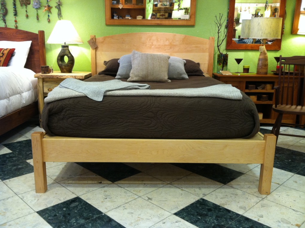 "Solid Maple ""Solid Arch"" Queen Bed with Rail-Style Foot"
