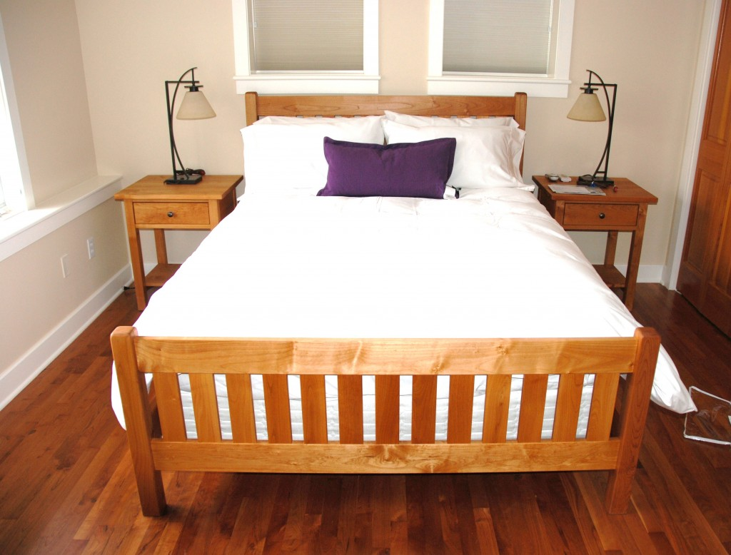 "Solid Alder ""Mission"" Queen Bed"